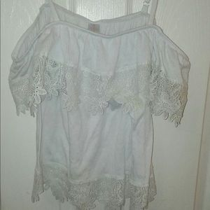 Tops - Cute top with lace